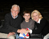 Orson Bean & Alley Mills, with their grandson Samson Breitbart — Stock Photo