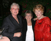 Susan Flannery, Jeanne's Sister Evelyn & Jeanne Cooper — Stock Photo