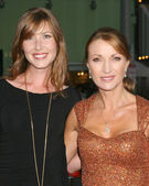Katie Flynn & mom Jane Seymour — Stock Photo