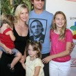 Peter Facinelli, Jennie Garth & Their daughters Luca, Lola, and Fiona — Stock Photo #13022320