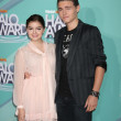 Ariel Winter, Callan McAuliffe - Photo