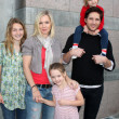 Jennie Garth, Peter Facinelli, and daughters Luca Bella, Lola Ray, and Fiona Eve Facinelli — Stock Photo #13025808