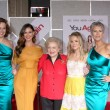 Sigourney Weaver, Odette Yustman, Betty White, Kristen Bell, Jamie Lee Curtis — Foto de Stock