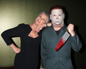 "Jamie Lee Curtis & ""Michael Myers"" Costumed Guest — Stock Photo"