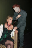 "Donna Keegan & ""Michael Myers"" Costumed Guest — Stock Photo"