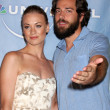 Yvonne Strahovski and Zach Levi — Stock Photo #13032374