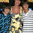 Adrienne Barbeau and her twin sons William and Walker — Stockfoto