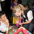 Kristen Bell & hospital patients — Stockfoto #13037224