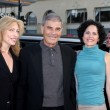 Robert Forster, date (blonde), Daughter Kate (Dark hair) — Stock Photo