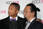 Musician Pharrell Williams (L) and artist Takashi Murakami — Stock Photo