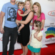 Peter Facinelli, Jennie Garth & Their daughters Luca, Lola, and Fiona — Stock Photo