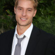 Постер, плакат: Justin Hartley