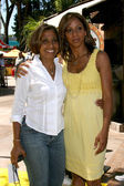 Holly Robinson Peete and Her mother Delores Robinson — Stock Photo