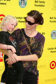 Rachel Griffiths & her child — Stockfoto