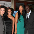 Kevin Jonas & Wife Danielle, Kimora Lee and Djimon Hounsou — Stock Photo