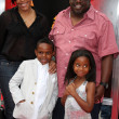 Постер, плакат: Cedric the Entertainer & Family