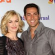 Yvonne Strahovski, Zach Levi — Stock Photo #13068687