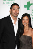 Lisa Ling & husband — Stock Photo