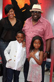 Cedric the Entertainer & Family — Stock Photo