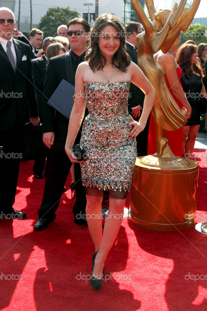 LOS ANGELES - SEP 10:  Alison Brie arriving at the Creative Arts Emmys 2011 at Nokia Theater  on September 10, 2011 in Los Angeles, CA — Stock Photo #13063565