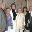 Gavin MacLeod, Cloris Leachman, Mary Tyler Moore, Betty White, Valerie Harper, and Ed Asner — 图库照片