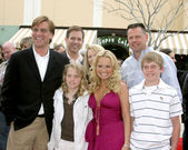 Kristin Chenoweth & her brother, his family and.Aaron Sorkin — Foto de Stock