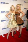 Amanda and Alyson Michalka — Stock Photo