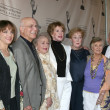 Gavin MacLeod, Cloris Leachman, Mary Tyler Moore, Betty White, Valerie Harper, and Ed Asner — Стоковая фотография