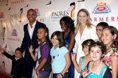 Amaury Nolasco & Jennifer Morrison & Cancer Kids — Stock Photo