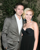 Topher Grace & Scarlett Johansson — Stock Photo