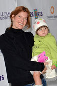 Michelle Stafford and daughter — Stock Photo