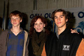 Marilu Henner, sons Nicholas Morgan Lieberman (Born 1994) and Joseph Marlin Lieberman (Born 1995) — Stock Photo