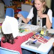 Kristen Bell & hospital patients — Stock fotografie #13110052