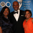 Постер, плакат: Shonda Rhimes James Pickens Jr and Chandra Wilson