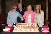 Jeanne cooper, paul rauch, lee bell, maria bell — Stockfoto