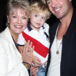 Gloria Loring, grandson Julian Thicke, son Robin Thicke - Foto de Stock  