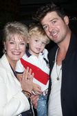 Gloria Loring, grandson Julian Thicke, son Robin Thicke — Stock Photo