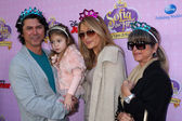 Lou Diamond Phillips, daughter Indigo Sanara Phillips and wife Yvonne Marie Boismier — Stock Photo