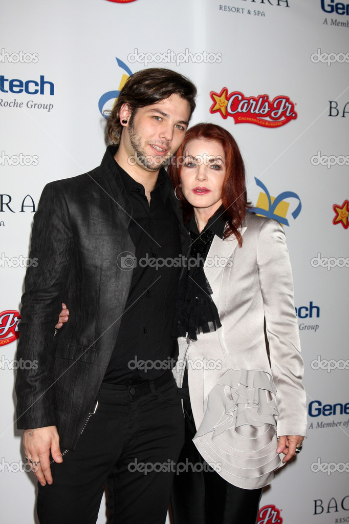 LOS ANGELES - NOV 16: Navarone Garibaldi, Priscilla Presley arrives for the 11th Annual Celebration of Dreams at Bacara Resort & Spa on November 16, 2012 in Santa Barbara, CA. — Stock Photo #15187507