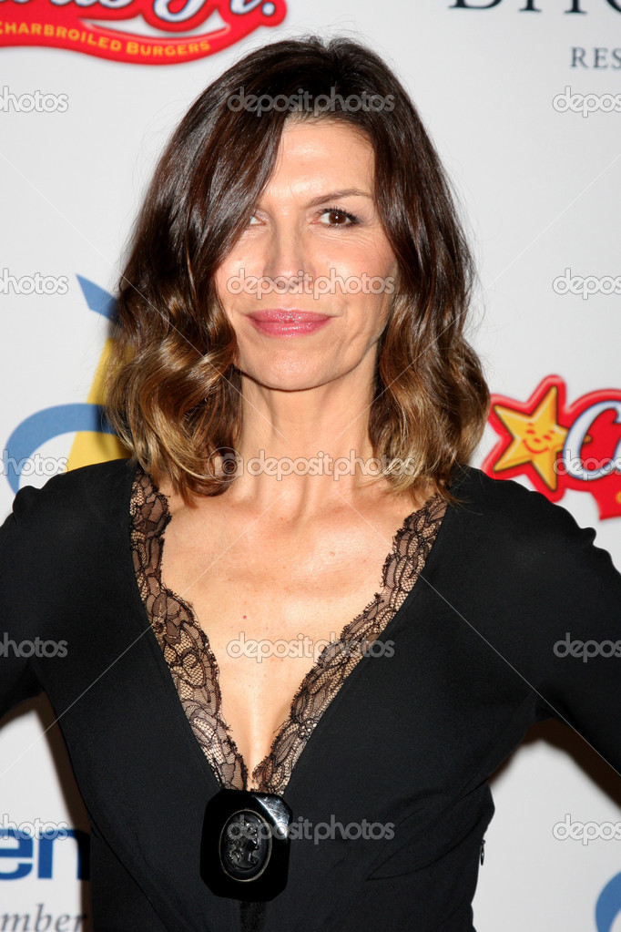 LOS ANGELES - NOV 16: Finola Hughes arrives for the 11th Annual Celebration of Dreams at Bacara Resort & Spa on November 16, 2012 in Santa Barbara, CA.  — Stock Photo #15190009