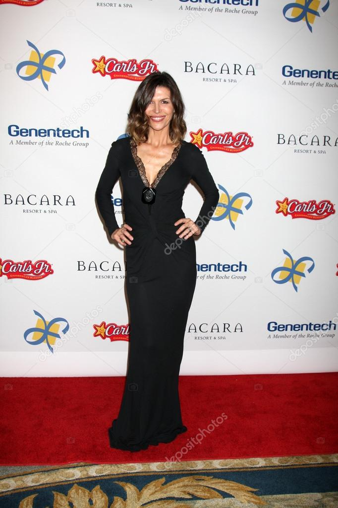 LOS ANGELES - NOV 16: Finola Hughes arrives for the 11th Annual Celebration of Dreams at Bacara Resort & Spa on November 16, 2012 in Santa Barbara, CA.  — Stock Photo #15190065