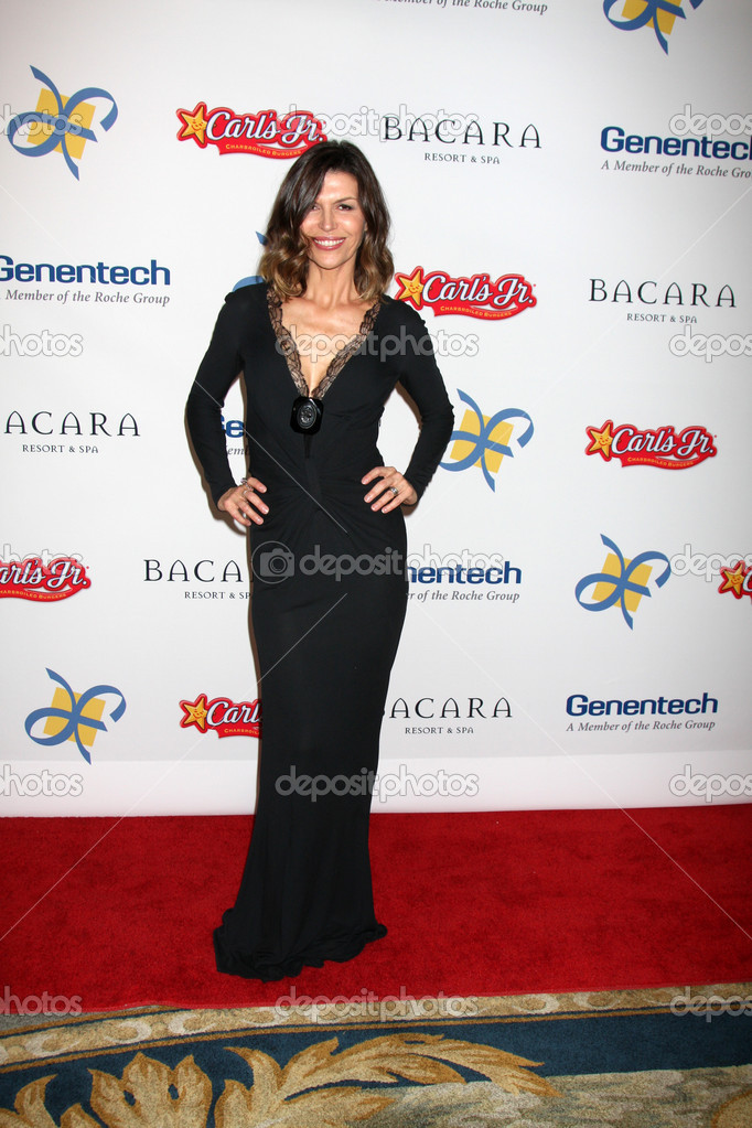 LOS ANGELES - NOV 16: Finola Hughes arrives for the 11th Annual Celebration of Dreams at Bacara Resort & Spa on November 16, 2012 in Santa Barbara, CA.  — Stock Photo #15190147