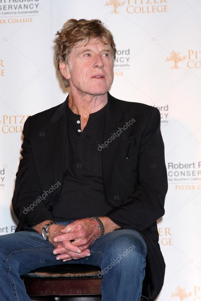 "Robert Redford at the press conference for the ""Robert Redford Conservancy"" at Pitzer College devoted to Southern California Environmental Sustainability isssues at Los Angaeles Press Club on November 18, 2012 in Los Angeles, CA — Stock Photo #15419947"