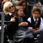 ������, ������: Deborra Lee Furness with Ava and Oscar Jackman