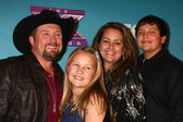 Tate Stevens - Winner of 2012 X Factor, with his family — Stock Photo