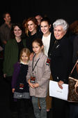 Marlene willis con nietas hayley willis, sienna willis, tallulah belle willis, rumer willis — Foto de Stock