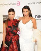 Kourtney Kardsahian, Kim Kardashian — Stock Photo