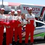 Jesse Metcalfe, Brett Davern, Jackson Rathbone, Jeremy Sisto, holding Kate del Castillo — Stock Photo #23783141