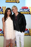Maia Mitchell, Ross Lynch — Stock Photo