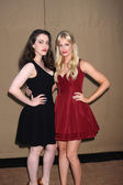 Kat Dennings, Beth Behrs — Stock Photo